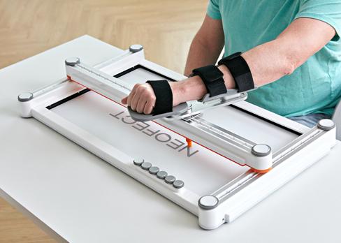 스마트보드 오픈형 핸들을 착용한 환자